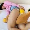 ぬいぐるみにマンコを擦りつけて夢中でオナニーしてる妹を覗いちゃいます!